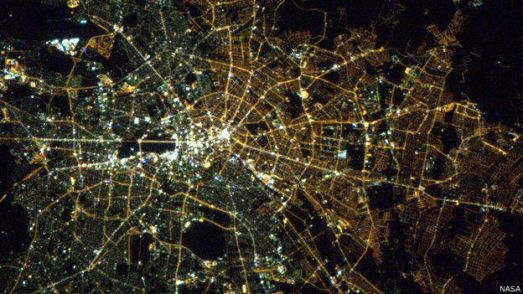 nasa141106235931_berlin_at_night_taken_from_the_iss_in_2013_624x351_nasa